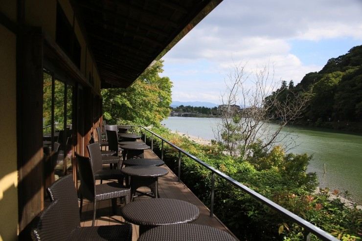 Cafe Hassui Terrace River View