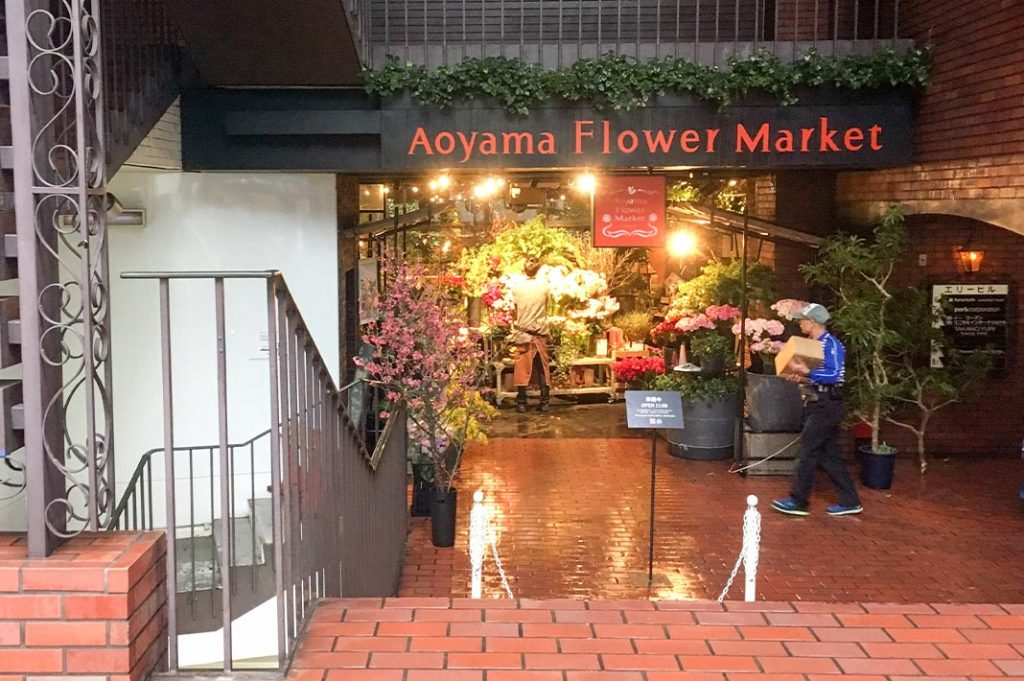 Tokyo cafe: Aoyama Flower Market teahouse