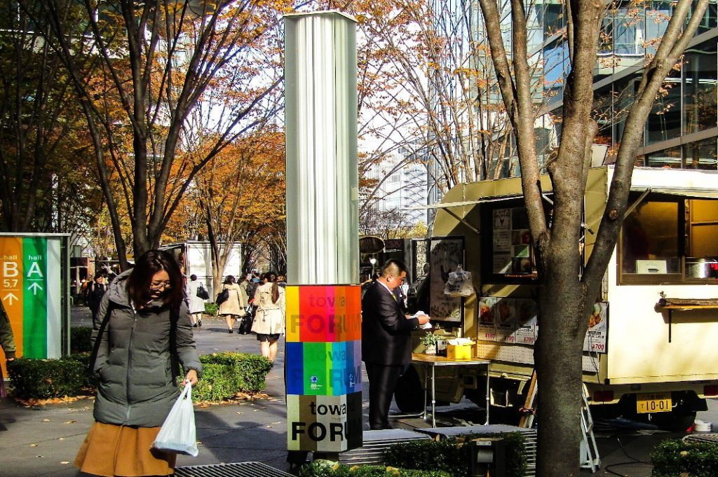 On weekdays, food trucks appear outside of the International Forum.