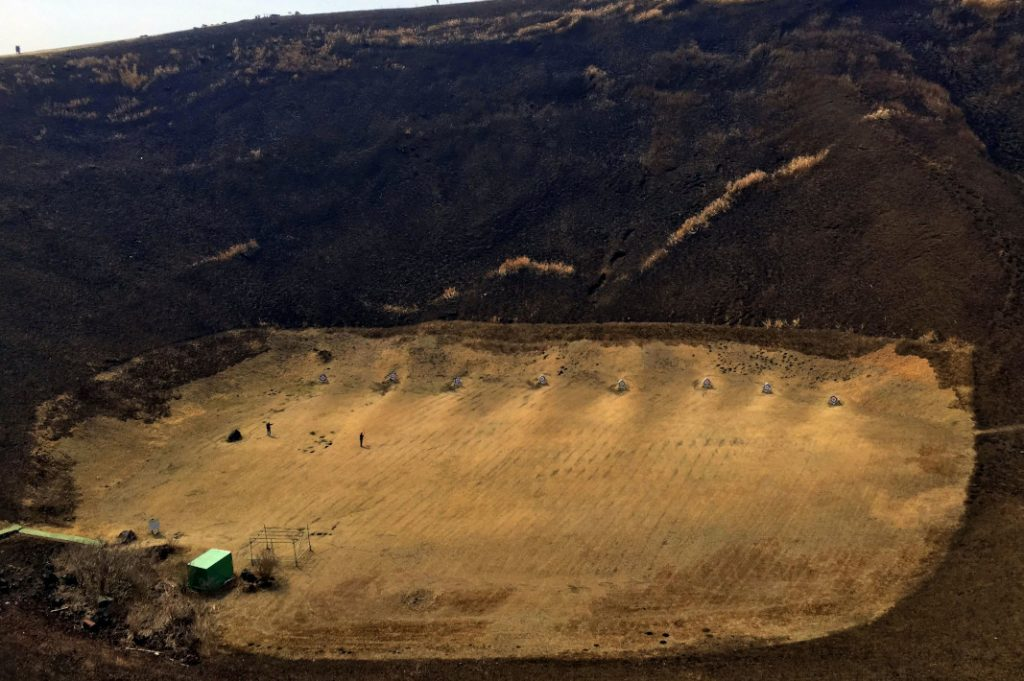 A full archery range, which also closes during the Yamayaki festival, is in Omuro's crater.