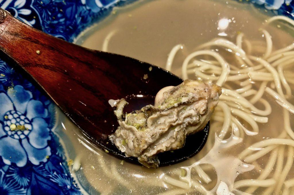 A plump, sansho-fragrant oyster ramen