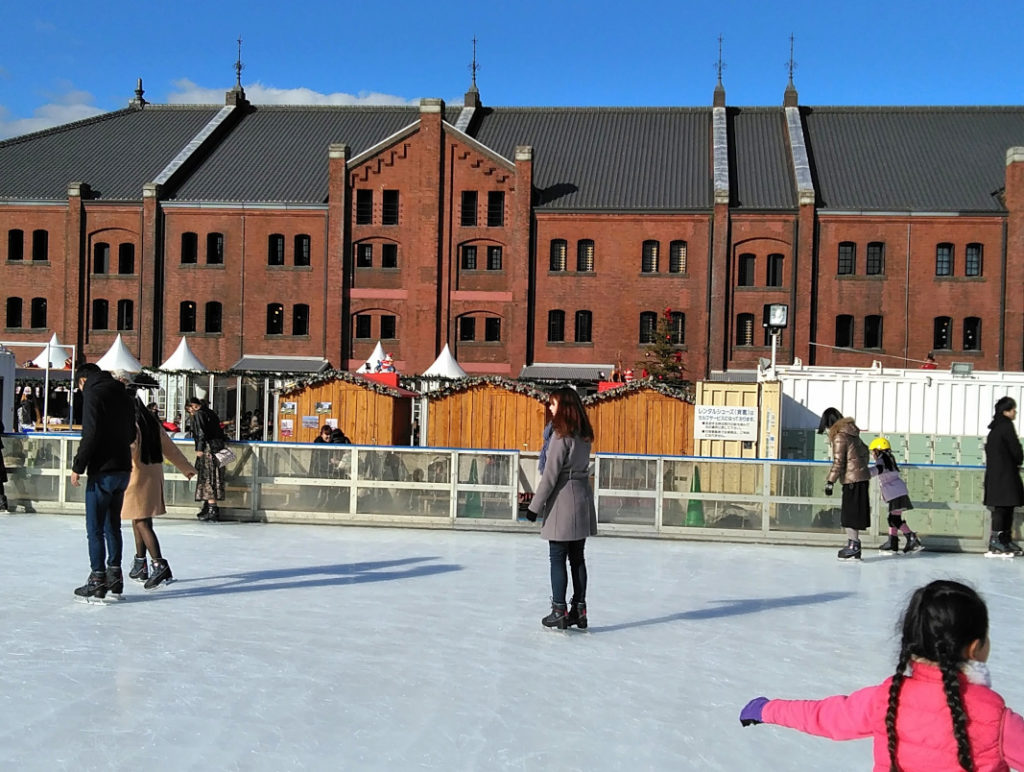 Looking for fun winter activities in Tokyo? Show off your skating skills at the Art Rink