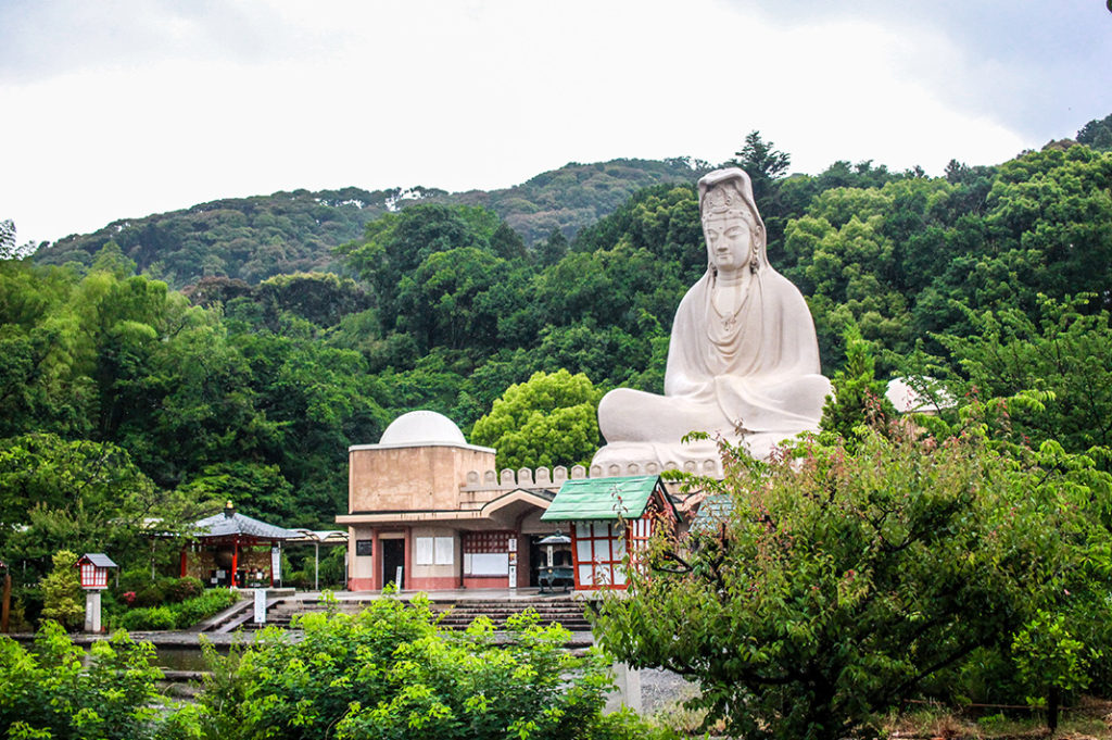 Ryozen Kannon, located at the foothills of the Higashiyama mountains is one of my favourite hidden gems in Kyoto.