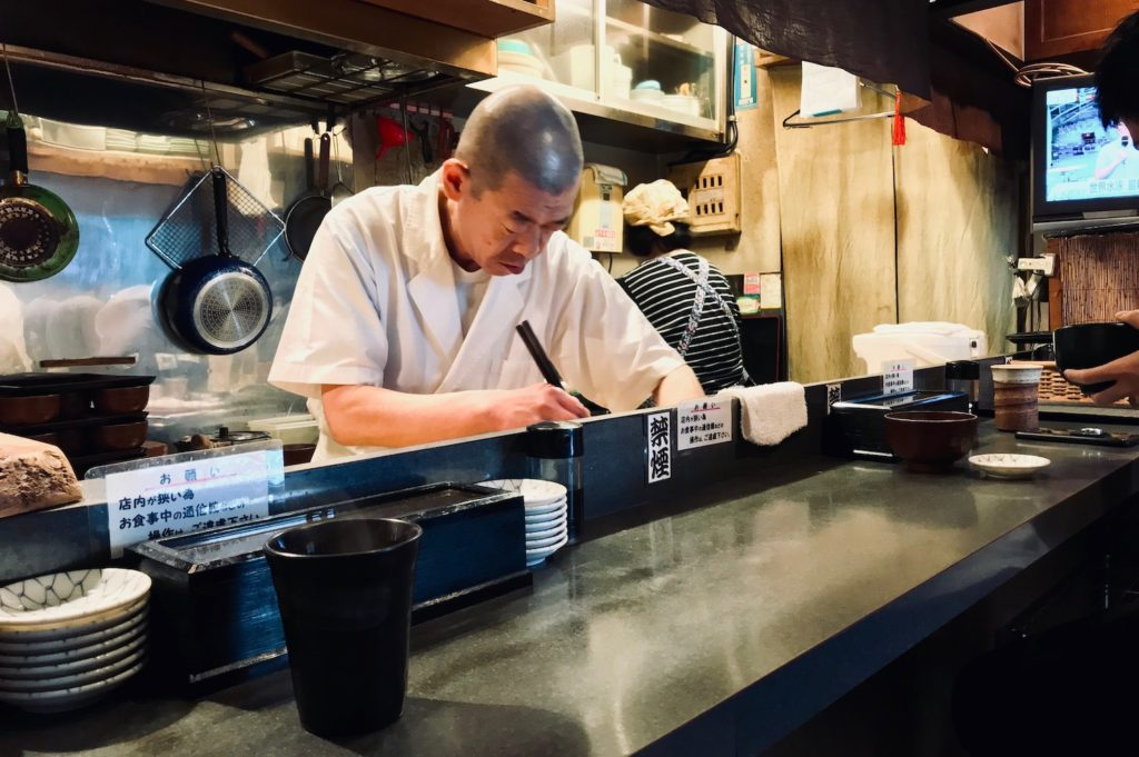 Making tuna bowls at Roppongi restaurant Magurodake Bono Shirakawa
