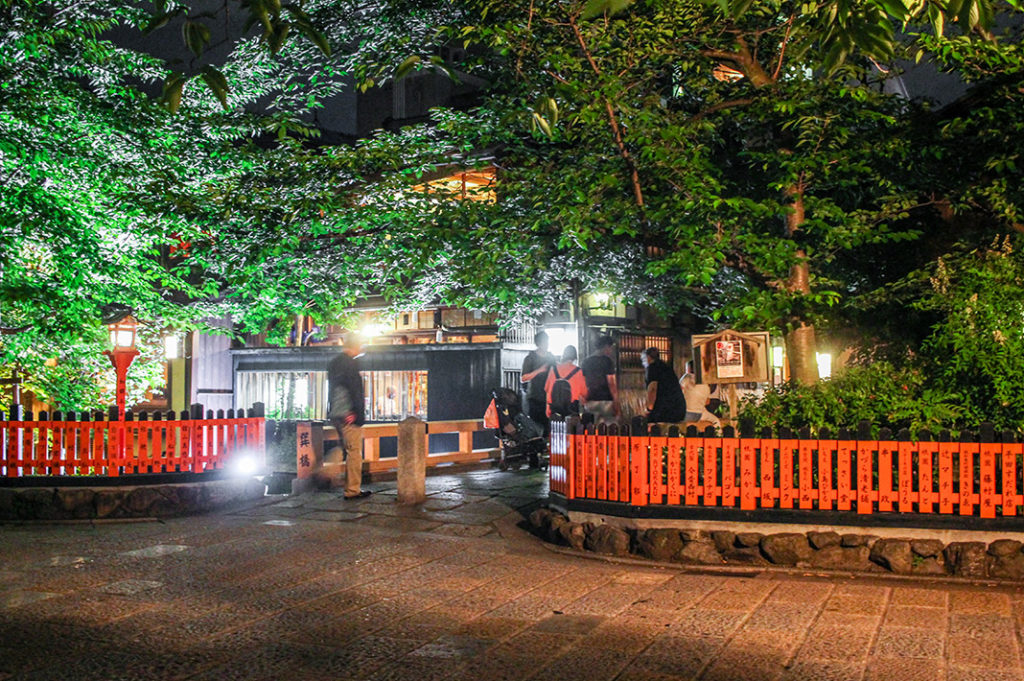 Things to do at night in Kyoto: explore Gion