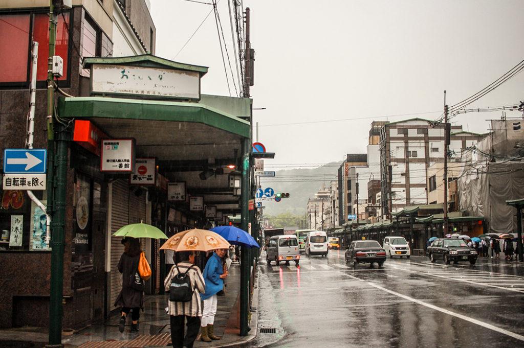 Shijo-dori: the thoroughfare of Gion.
