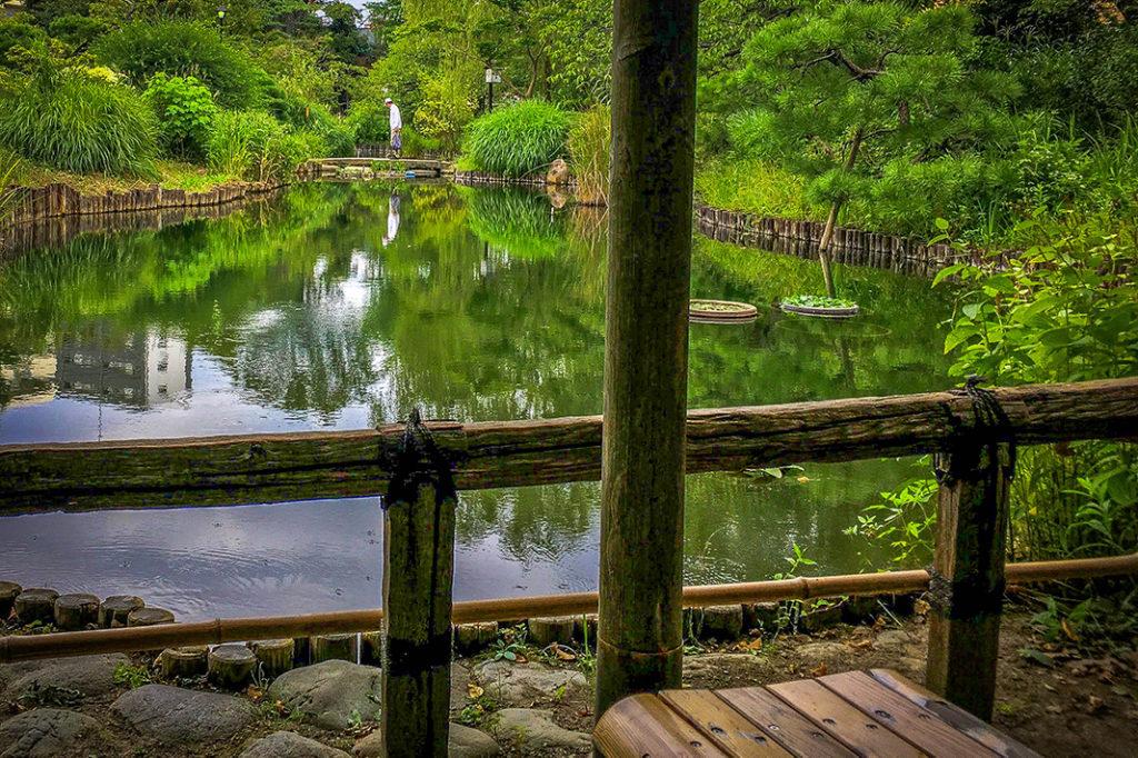 Take a rest by Mukojima-Hyakkaen Garden's pond