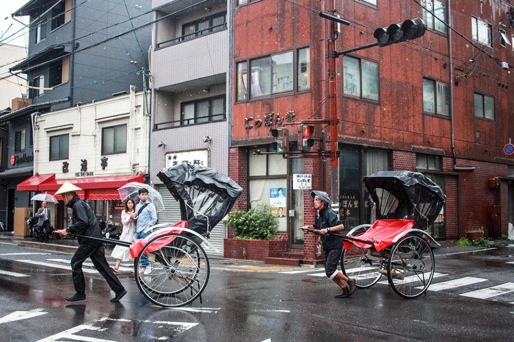 Walking tour in Kyoto: rickshaws