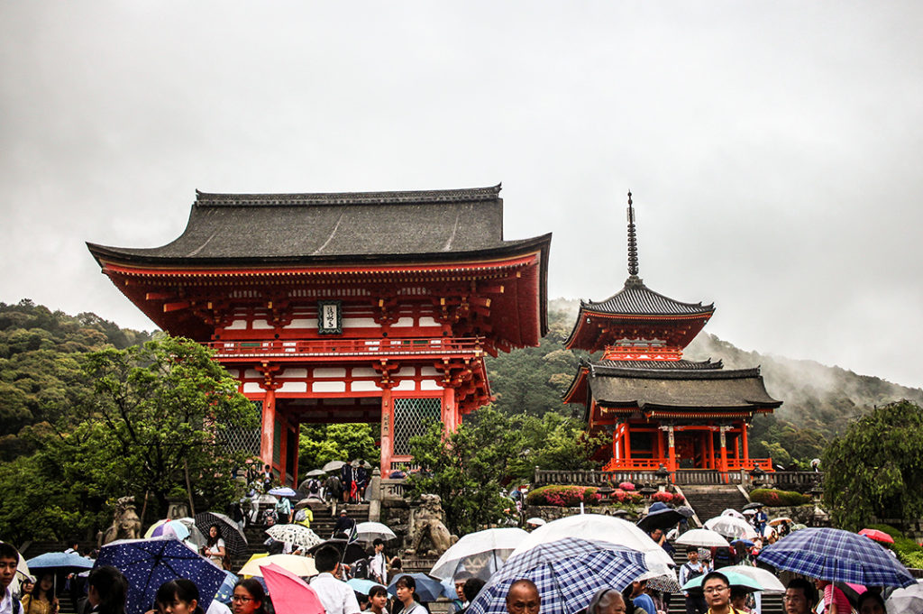 Nio-mon main gate at Kiyomizudera temple