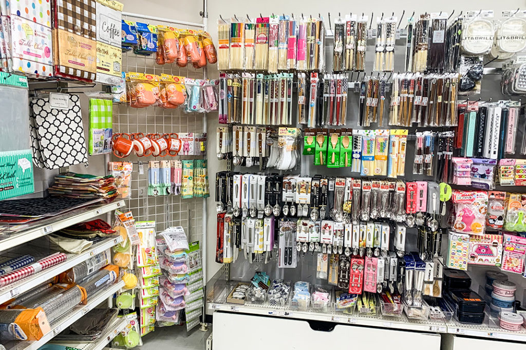cheap souvenirs at 100 yen stores in tokyo