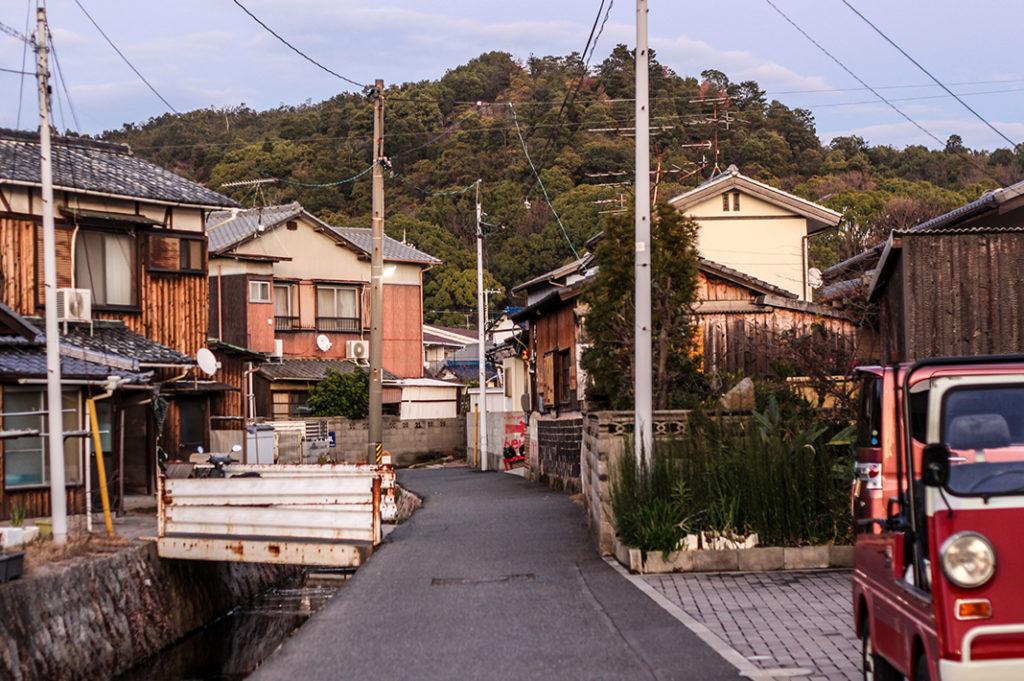 The various methods of transport on Naoshima: views while walking