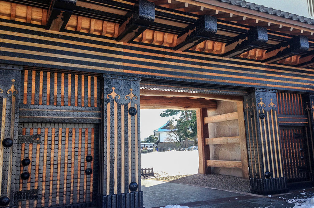 Kahokumon Gate, where you can learn about Japanese castle construction techniques.