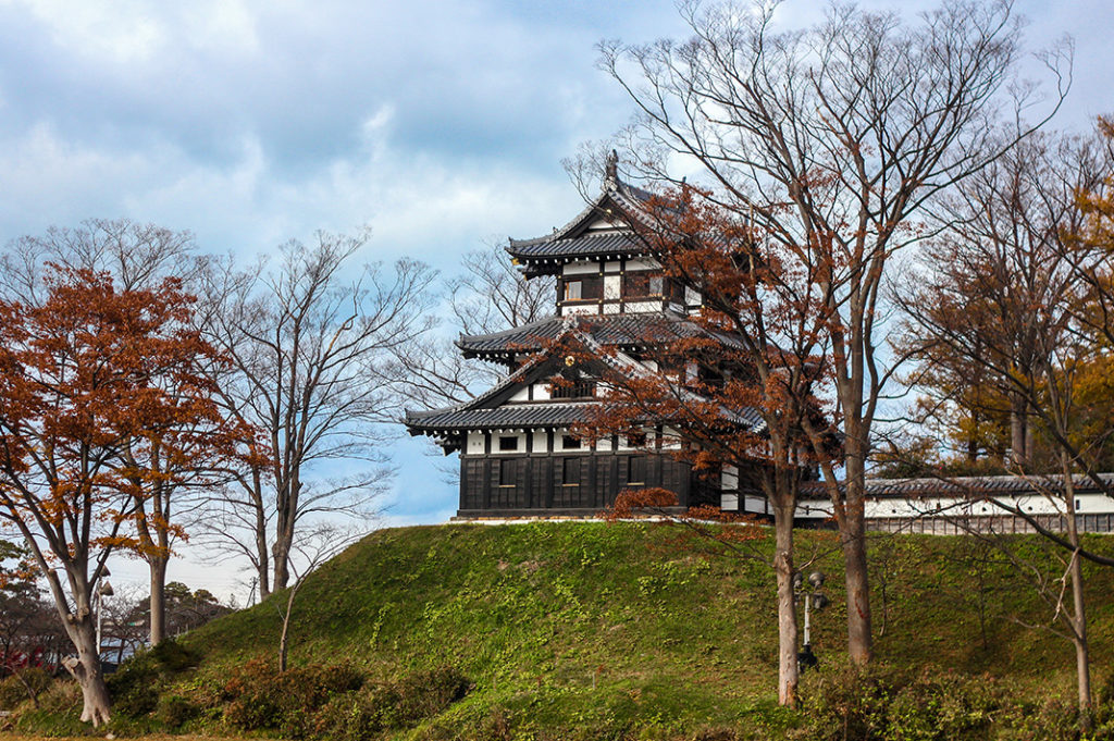 The reconstructed triple turrets of the yugara corner tower, upon the earthen wall at Takada Castle, Niigata, Japan.