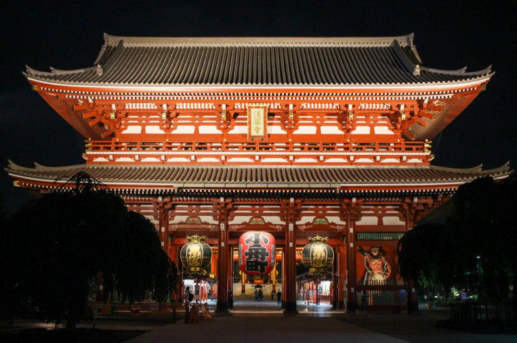 Visiting Sensoji temple at night
