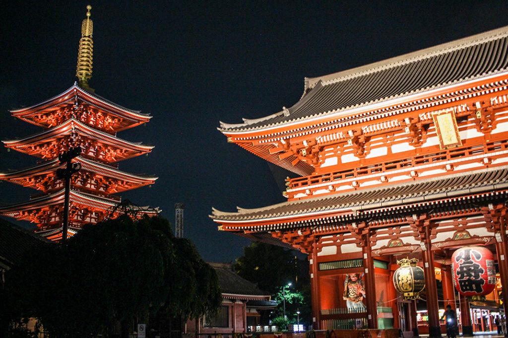 Visiting Sensoji at night