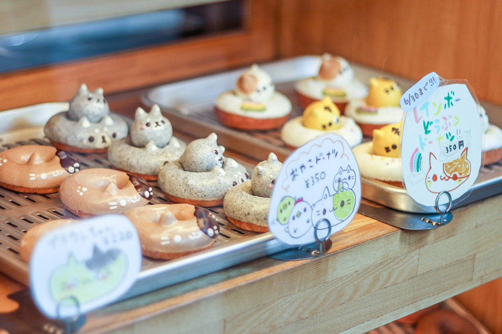 Cute cakes at japanese bakeries