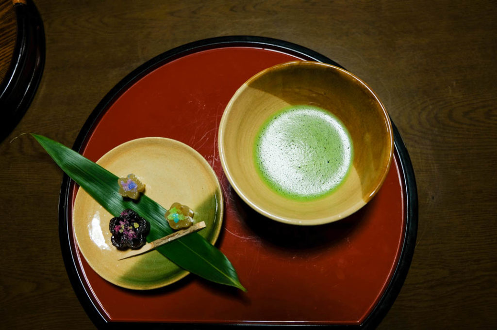 Okami welcomes you with matcha upon arrival at Higashibaba. Mitakesan accommodation