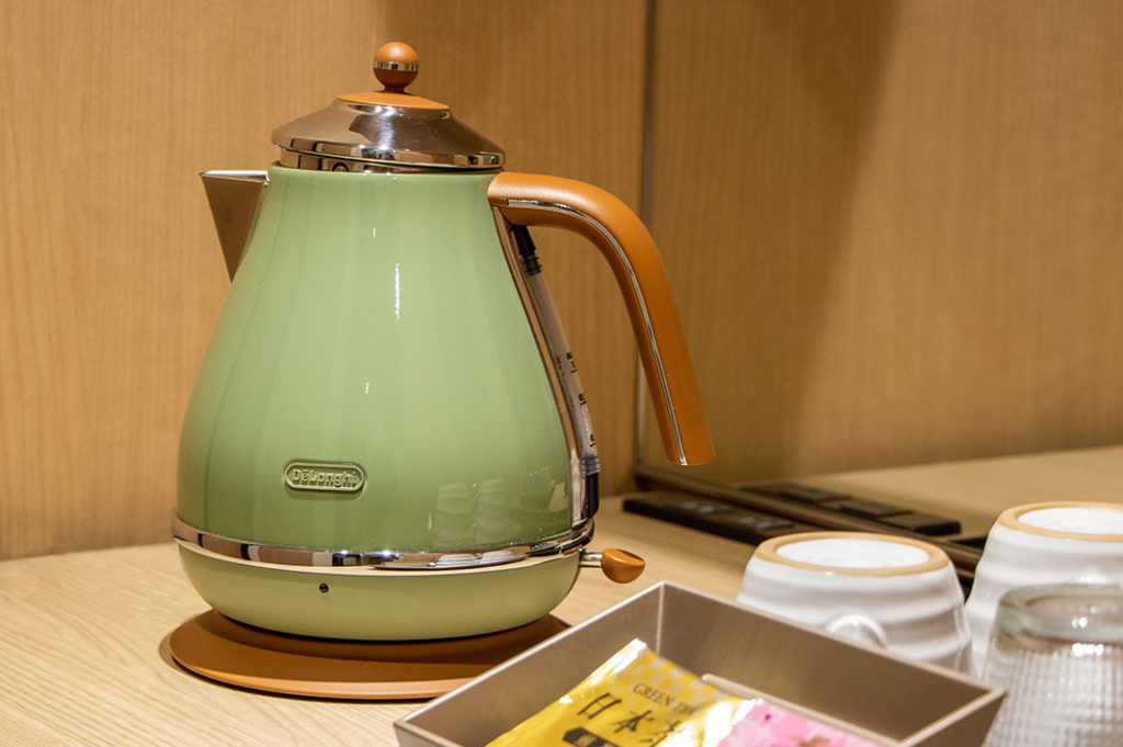 Kettle and tea in the room