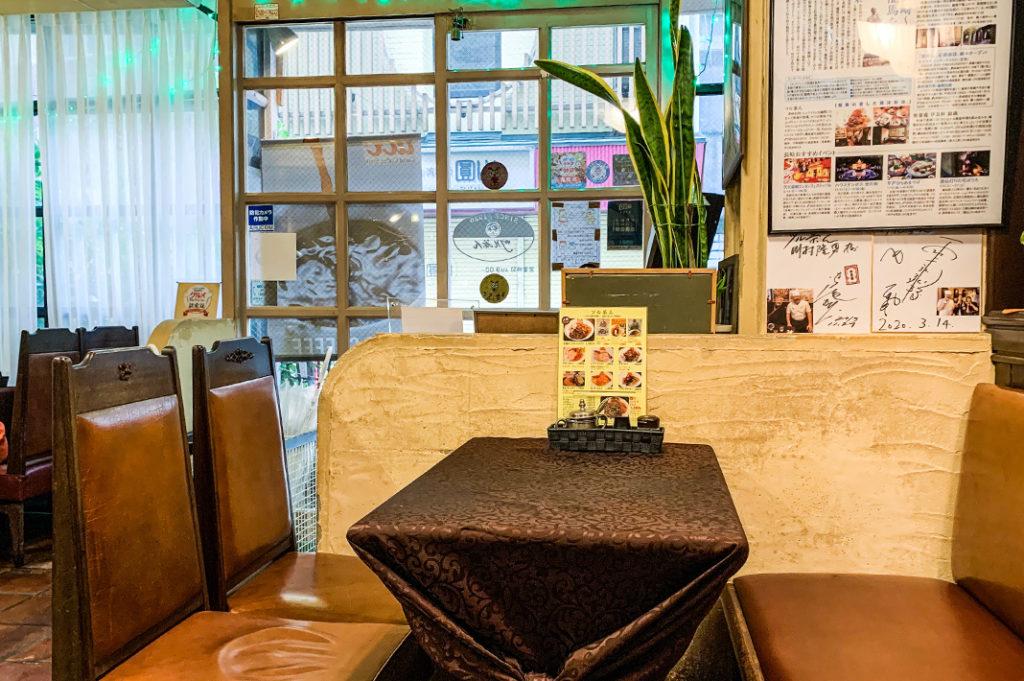 Tea-room style decor serving Turkish rice.