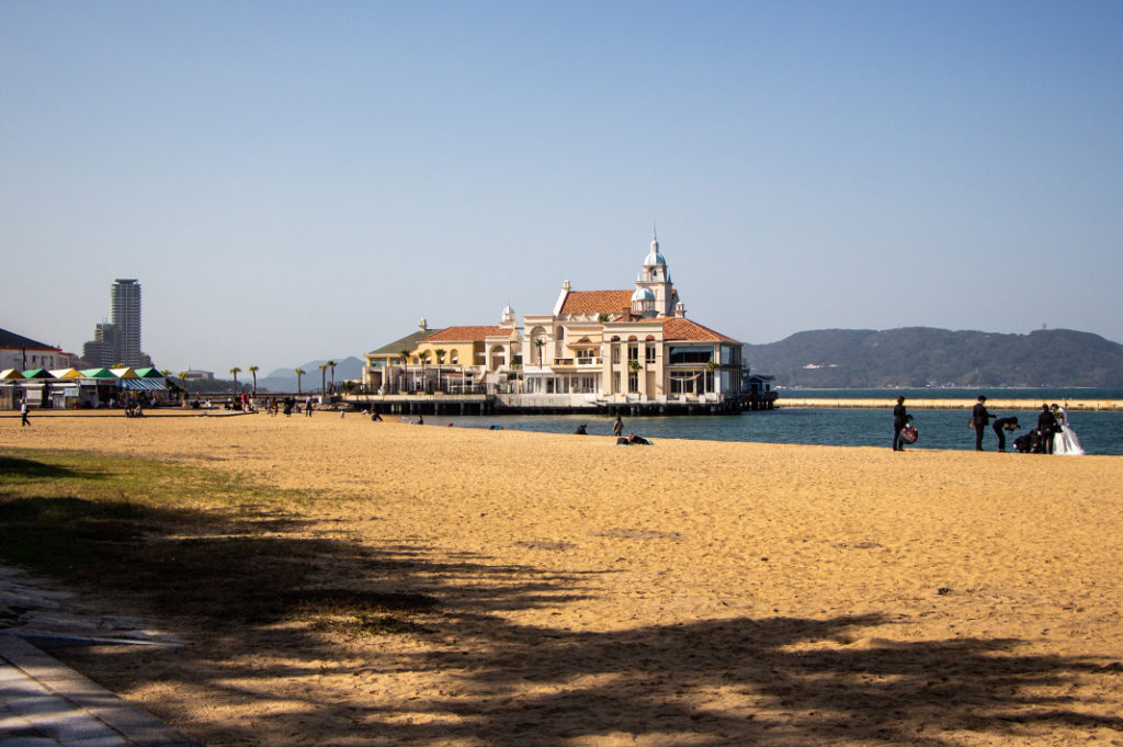 Nearby attraction: Momochi Seaside Park
